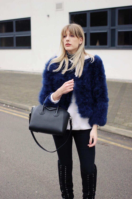 c6116cdb75a9 Charlotte buttrick uk fashion blogger with givenchy antigona small black  leather jpg 1000x1500 Blogger givenchy antigona