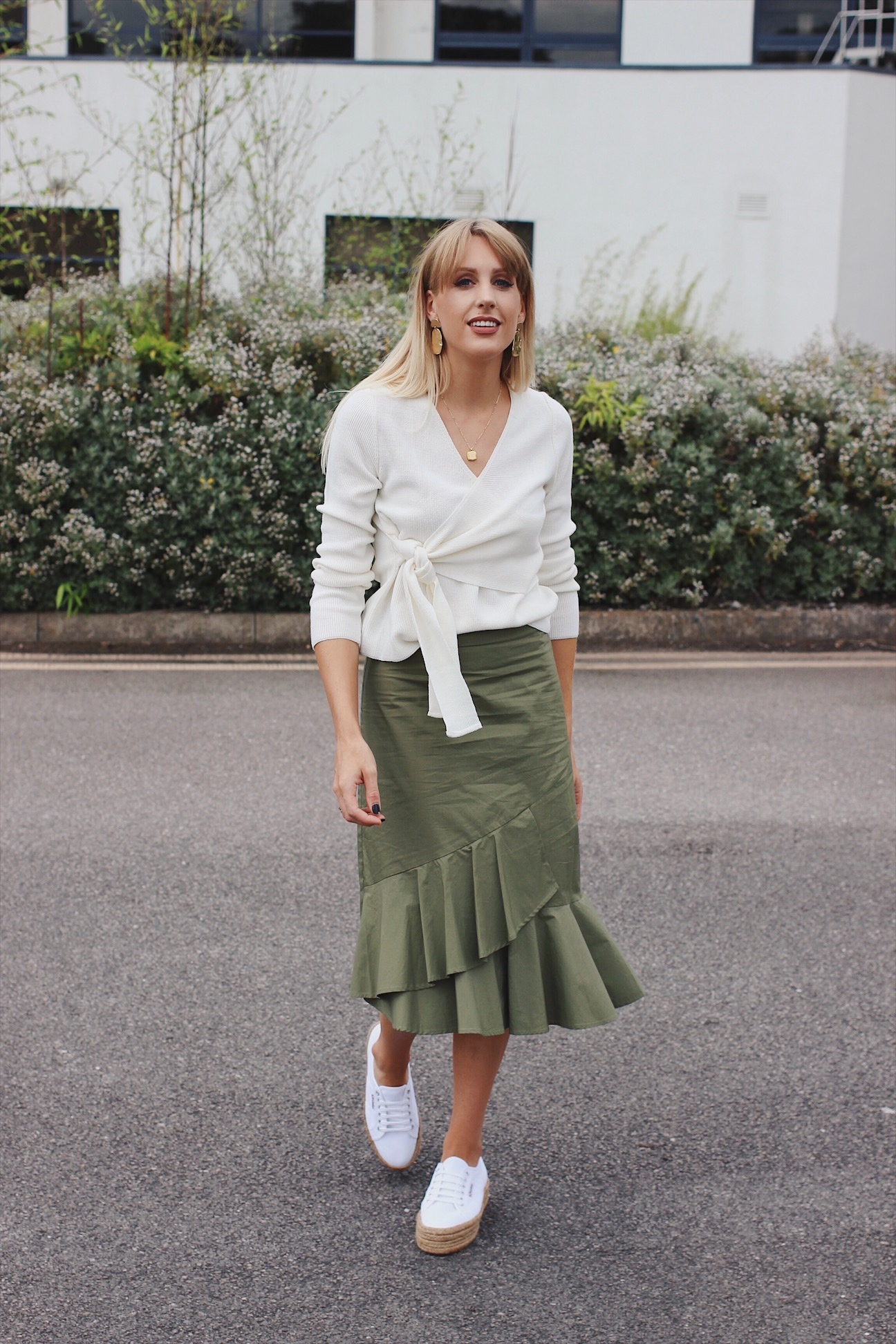 how to wear knitwear with a midi skirt for Autumn