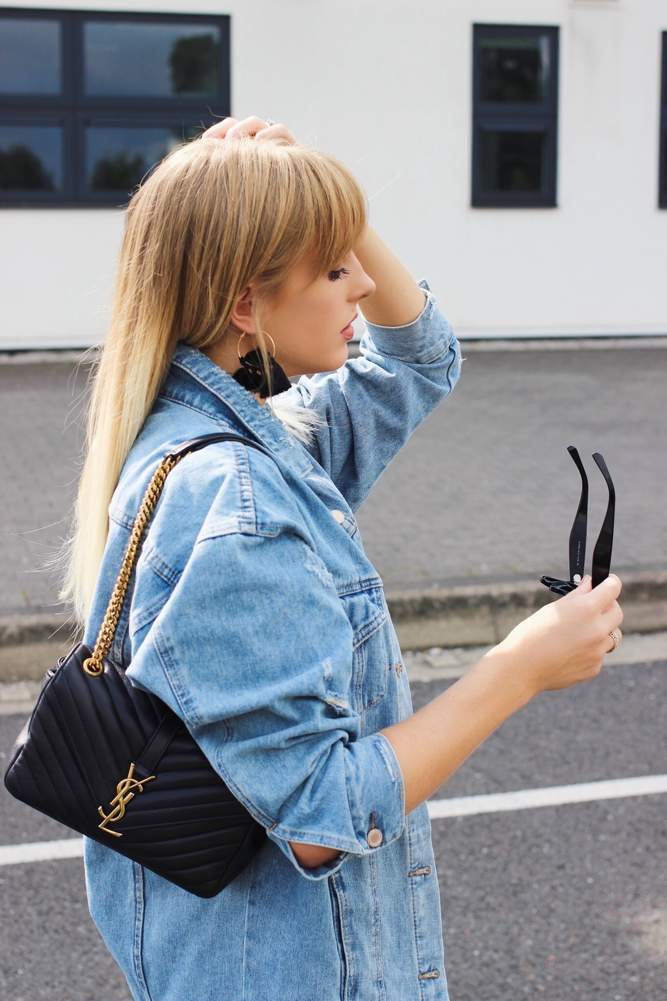 Oversized denim jacket on fashion blogger
