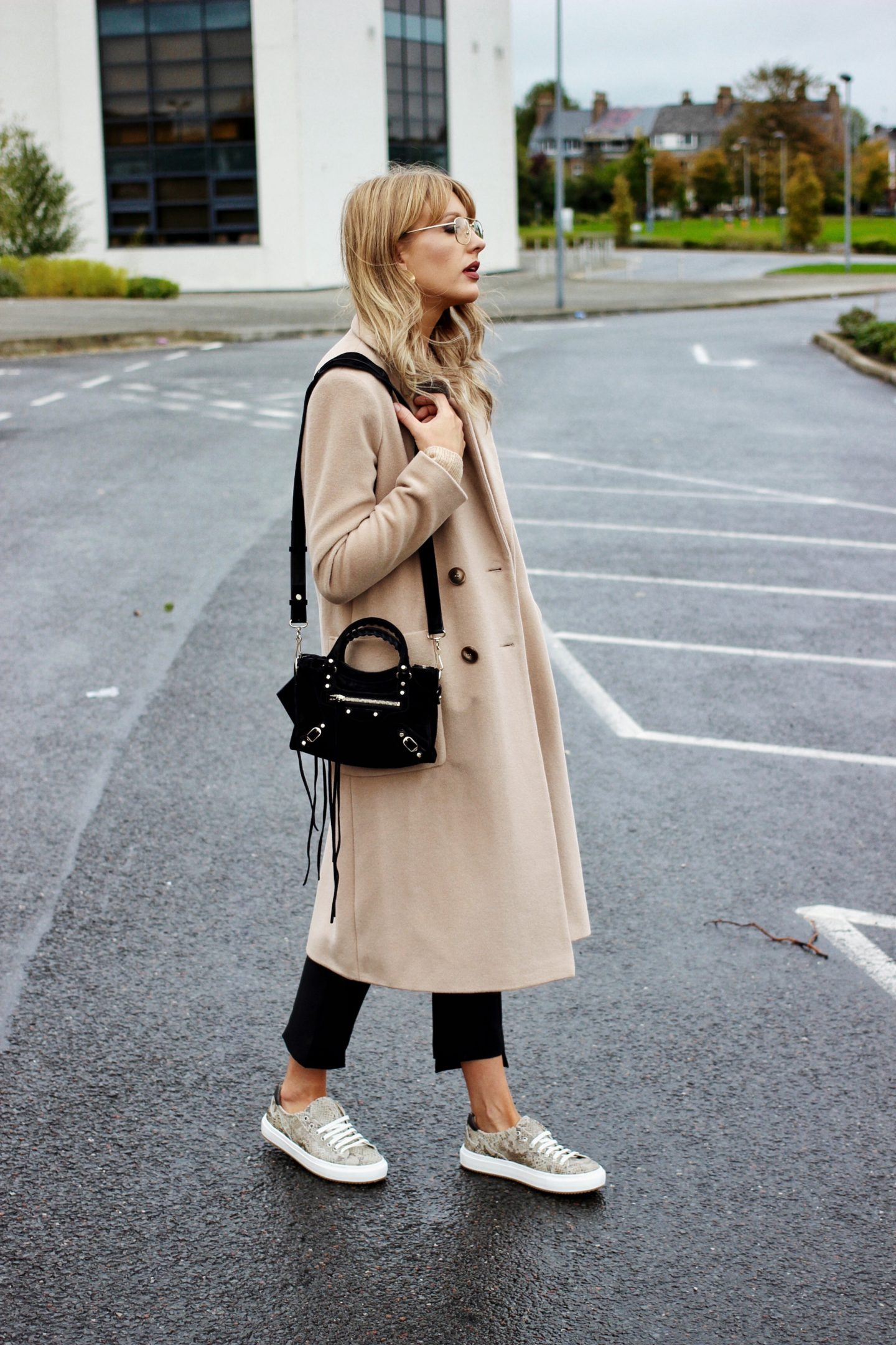 how to wear a camel coat for autumn