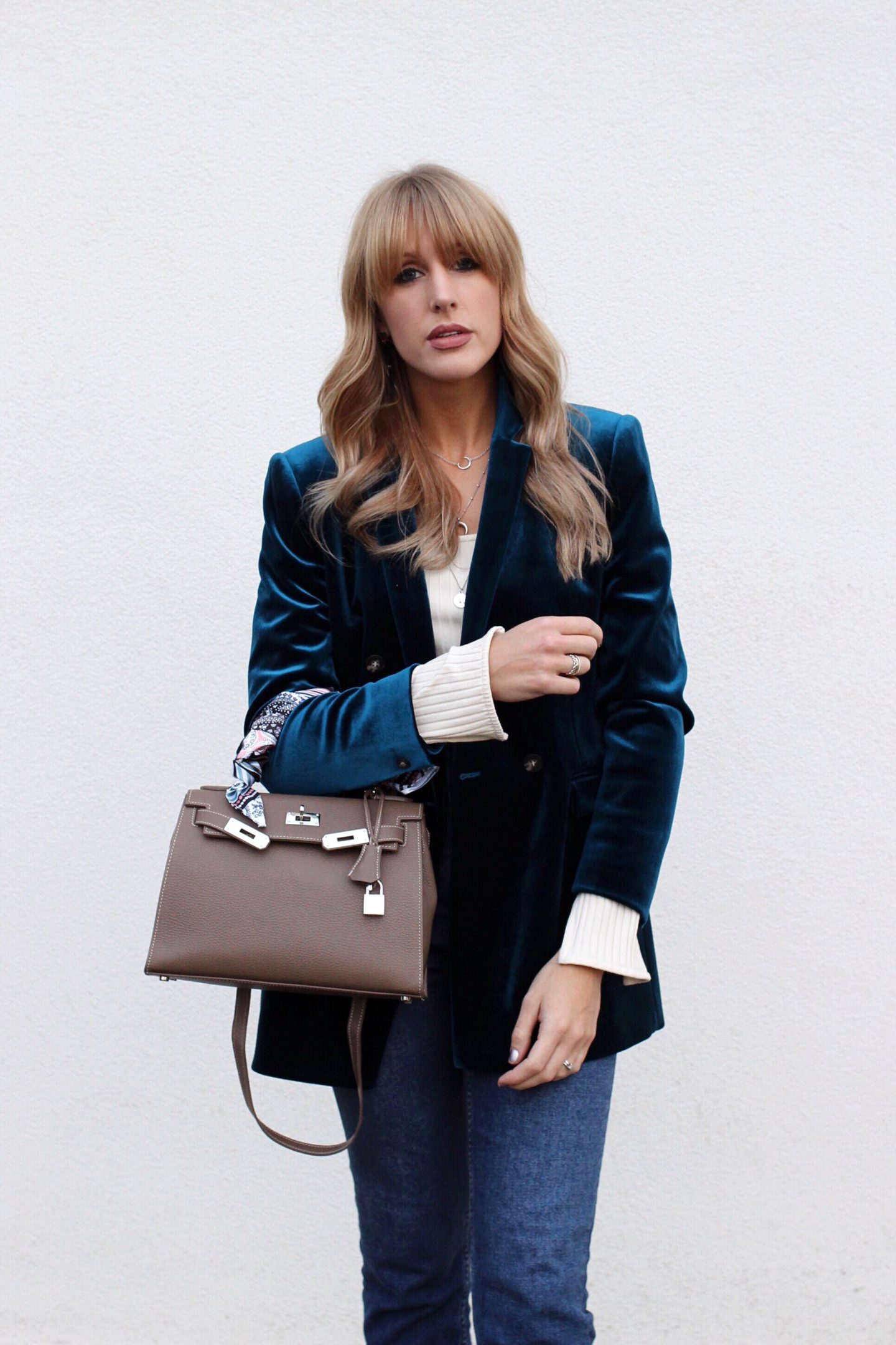 Easy Fashion Formula For Styling A Velvet Blazer With Jeans