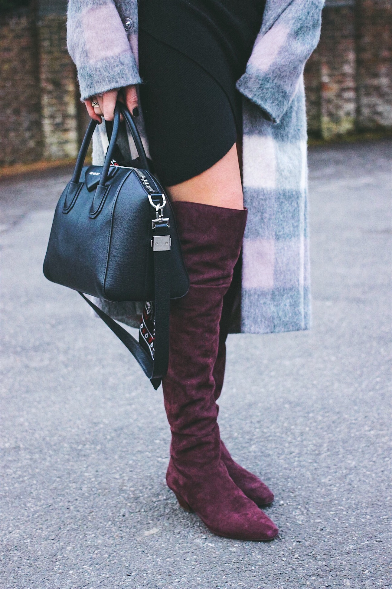 Over the knee boots in burgundy suede